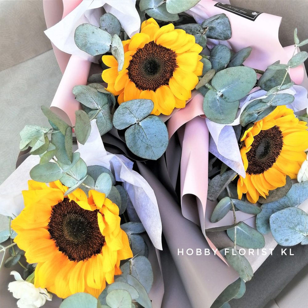 Luscious Sunflower Bouquet Malaysia Best Online Florist Kuala Lumpur Best Flower Delivery Klang Valley Best Gift for Graduaton Birthdays and Special Occasions KL Cheerful Sunflower KL